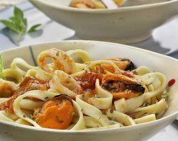 tallarines con verduras y mejillones dietista nutricionista jerez clinica adn nutricion