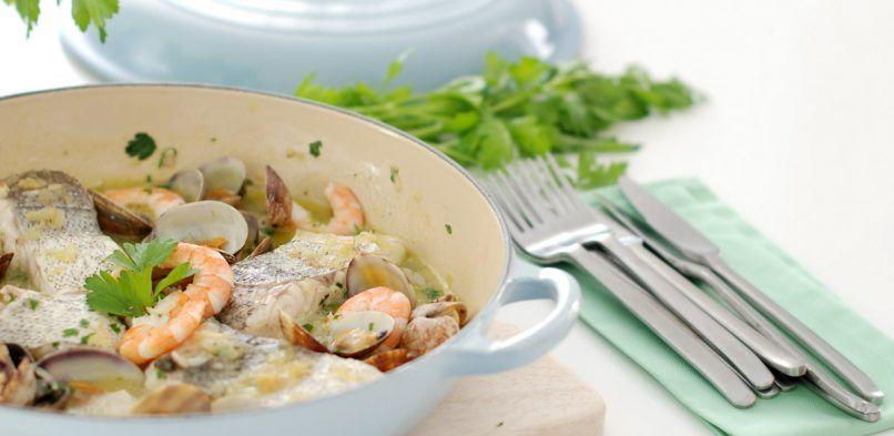 Bacalao en salsa verde con almejas y gambas