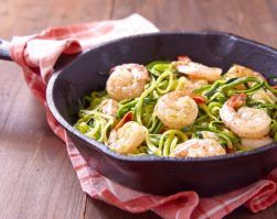 espaguetis de calabacín con langostinos y piñones clinica adn nutricion receta saludable nutrición clinica perdida de peso dieta equilibrada