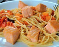 espaguetis con verduras y salmon, nutricion deportiva, perdida de peso, recetas, recetas pasta, pescado, omega 3, alimentación saludable, comer sano